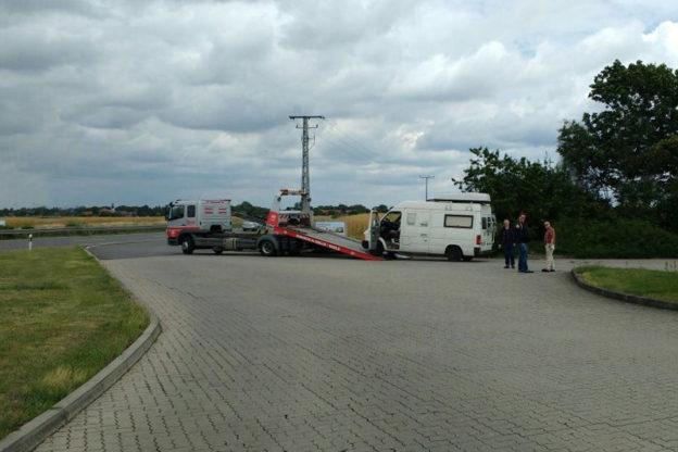 Autobahn-Panne: Tourbus liegengeblieben